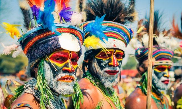 tribesmen in papua new guinea