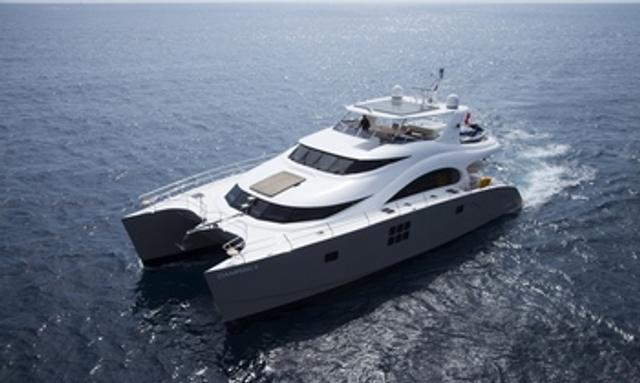 Charter yacht Damrak II cruising in the Middle East
