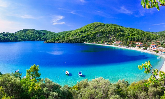 COVID-19 charter update: Greece to lift travel restrictions from Russia