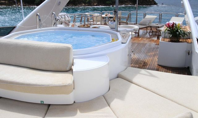Celebrate the holidays in Saint Martin on board M/Y BRUNELLO