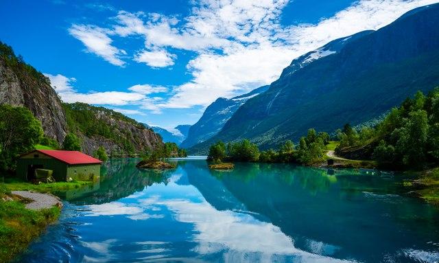 Award-winning sailing yacht THANDEKA to charter in Norway this summer