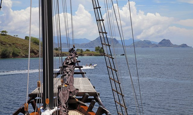 S/Y 'Dunia Baru' Open in Indonesia for New Year's
