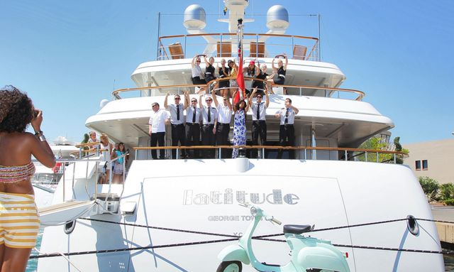 Rihanna on Yacht Vacation in St Tropez
