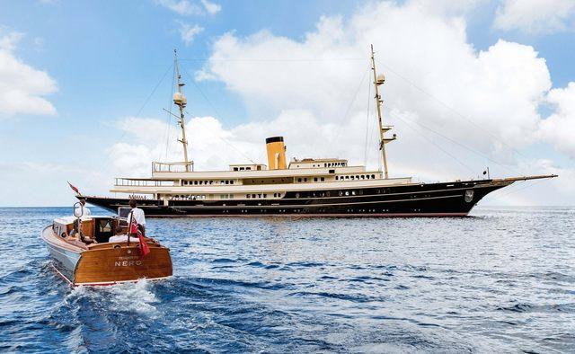 Nero Yacht Charter in Milos