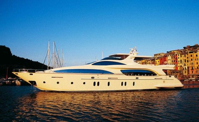 Kasioca yacht charter Azimut Motor Yacht