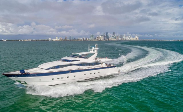Troca One Yacht Charter in Miami