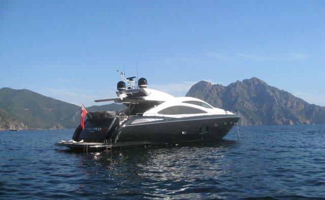 Free Willi yacht charter Sunseeker Motor Yacht