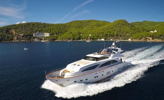 Nitta V yacht charter Elegan Motor Yacht