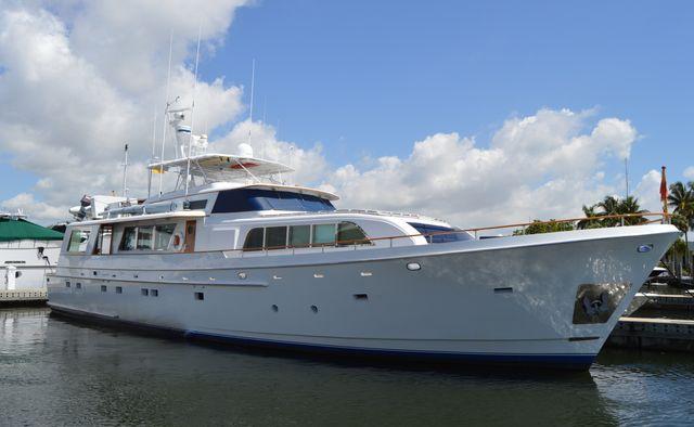 Mobjack yacht charter Cheoy Lee Motor Yacht
