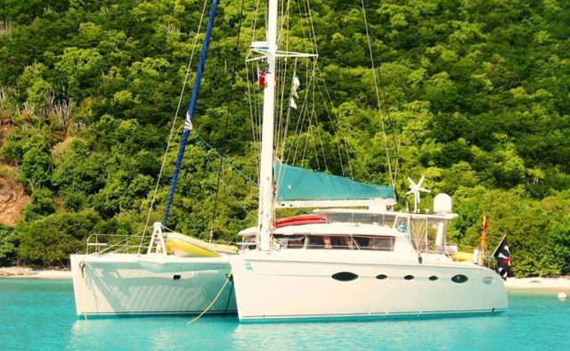 Delphine Yacht Charter in Bahamas