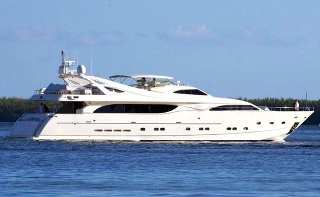 Mambo yacht charter Custom Line Motor Yacht