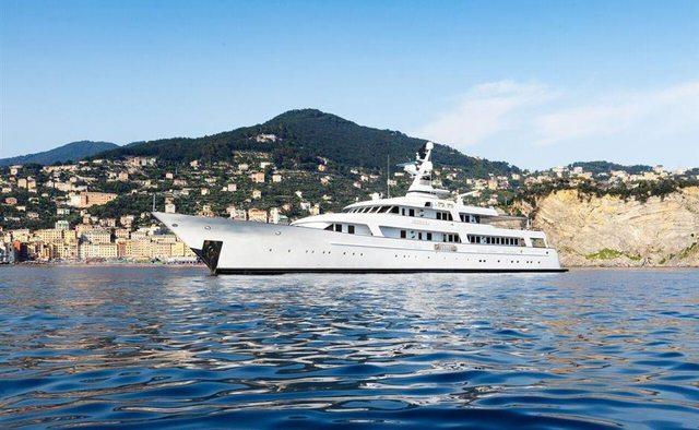 Itoto yacht charter Dauphin Yachts Motor Yacht