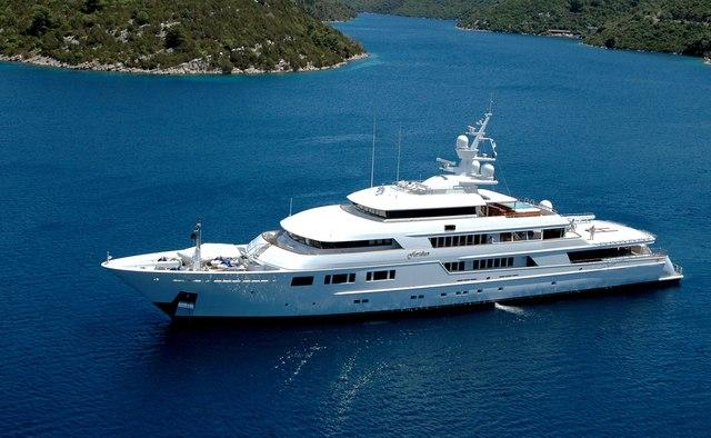 Nomad yacht charter Oceanfast Motor Yacht