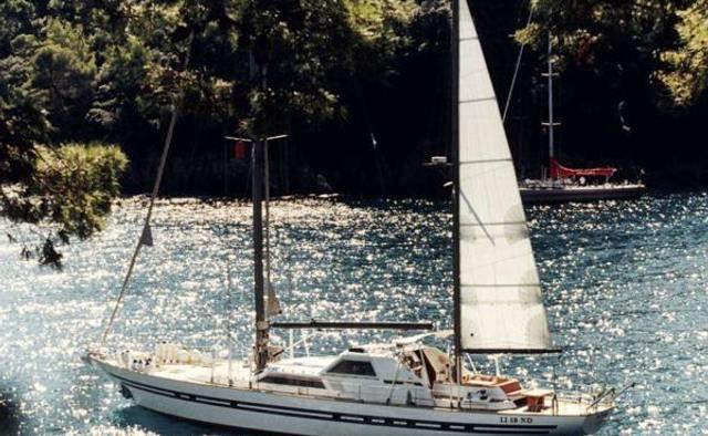 Lotty yacht charter Benetti Sail Division Motor/Sailer Yacht