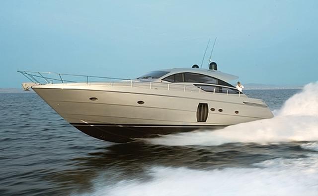 Cayenne yacht charter Pershing Motor Yacht