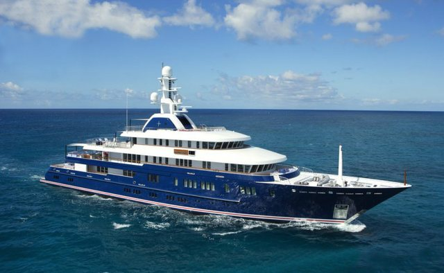 Huntress charter yacht exterior designed by Espen Oeino