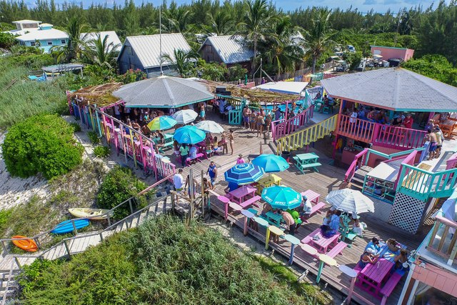 Nipper's Beach Bar & Grill