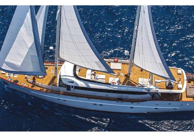 Download Navilux yacht brochure(PDF)