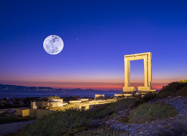 The top 6 historical sites to visit in the Cyclades Islands