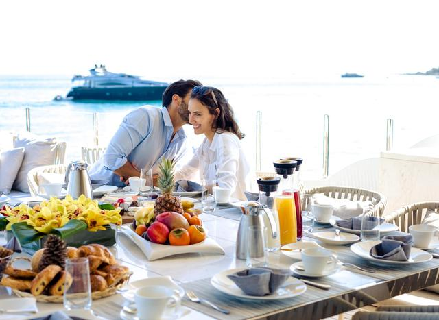 Social Distancing Yacht Charters: Why dining on your yacht is better than any restaurant