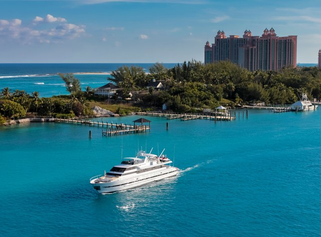 5 Experiences Not to Be Missed on a Bahamas Yacht Charter Vacation