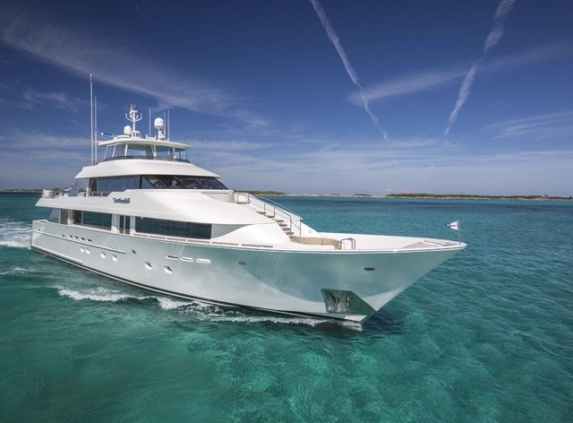 Charter yacht 'Amitié' cruising in the Caribbean