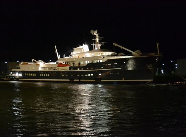 M/Y LEGEND Hits the Water