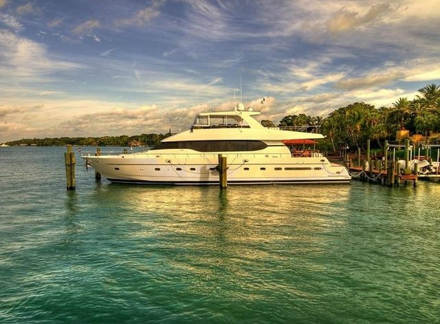 ACQUAVIVA Available with 33ft Tender
