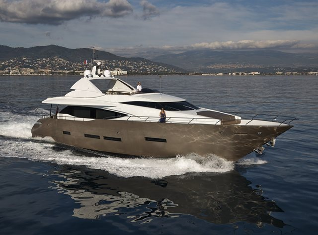 M/Y QUANTUM Drops Rate for French Riviera Charter