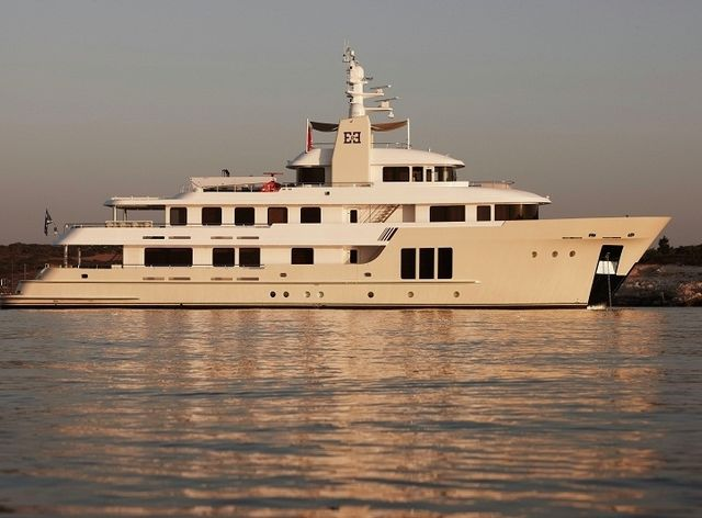 Charter yacht 'E&E' at anchor in Athens
