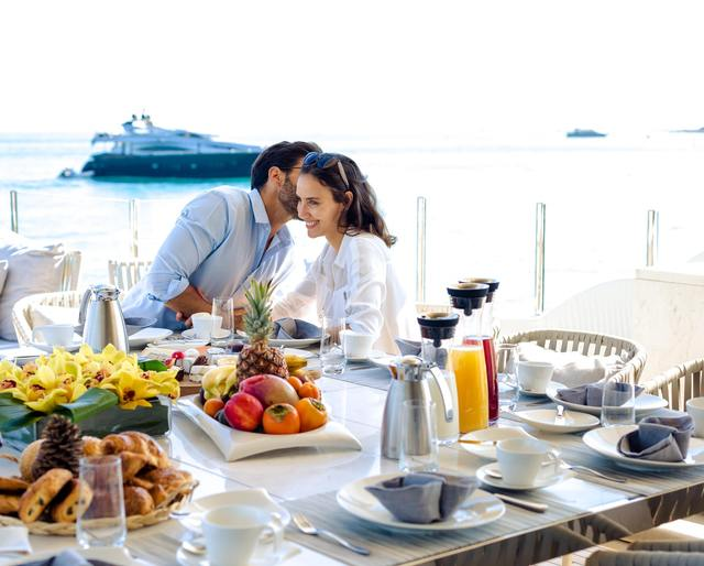 Social Distancing Yacht Charters: Why dining on deck is better than any restaurant