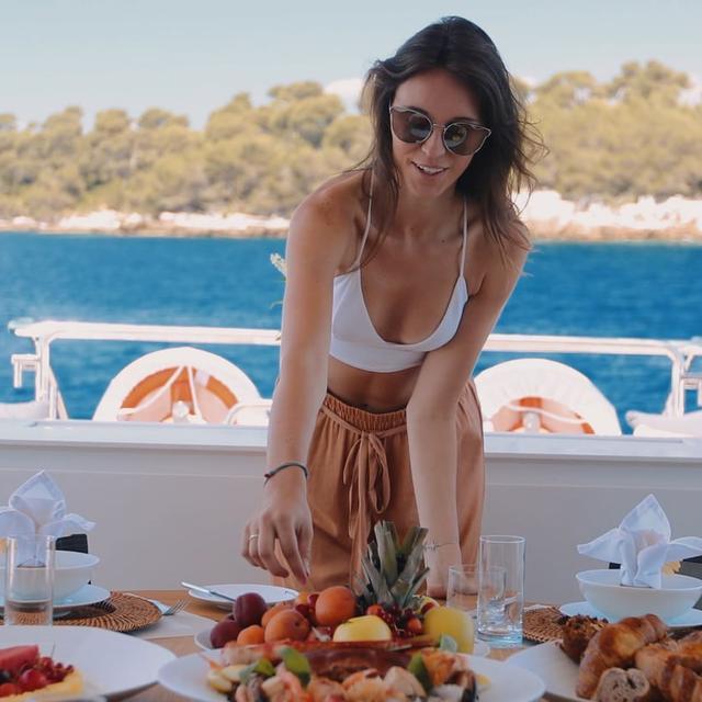 Beachouse Yacht Video