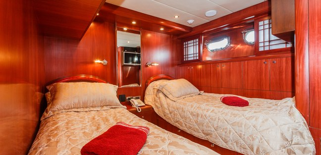 Johnson Baby Charter Yacht - 8