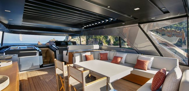 Pause of London Charter Yacht - 6