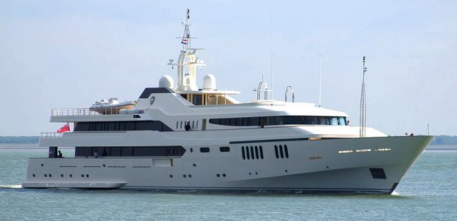Alwaeli Charter Yacht