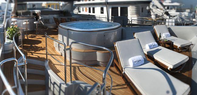 Tail Lights Charter Yacht - 4