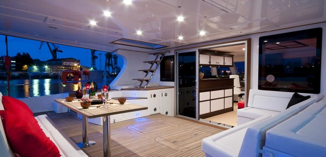 In The Wind Charter Yacht - 3