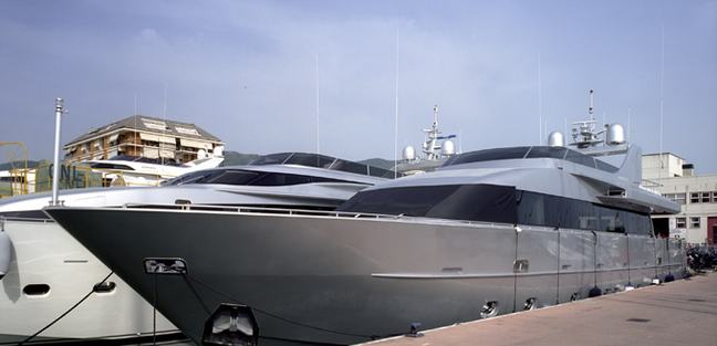 Magnetique Charter Yacht