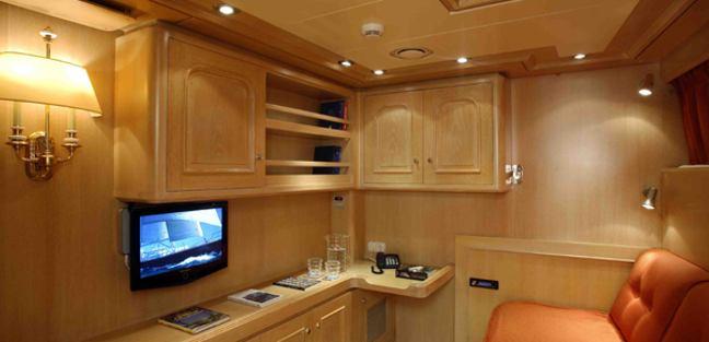 Antares Avance Charter Yacht - 8
