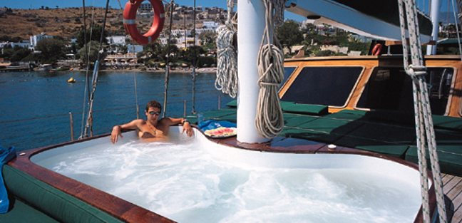 Motif Charter Yacht - 4