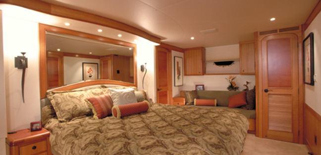 Besame Charter Yacht - 6