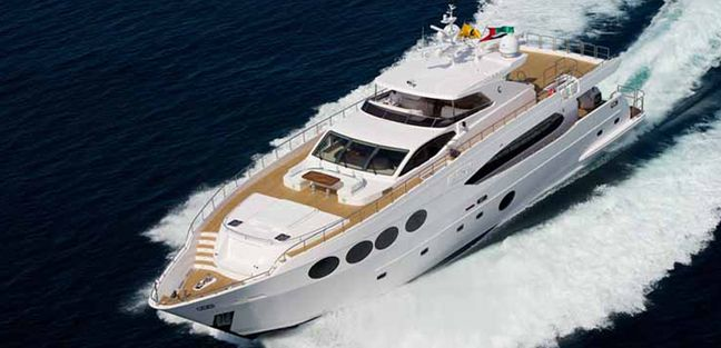 Le Must Charter Yacht