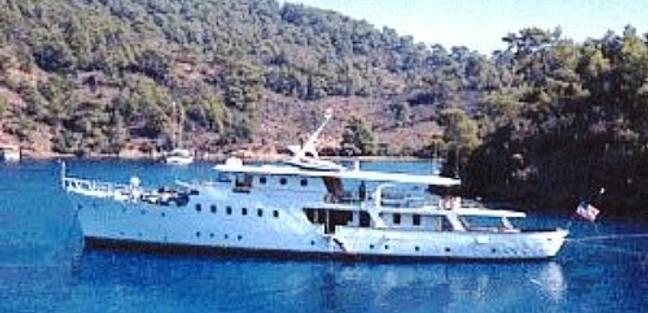 Dear B Charter Yacht