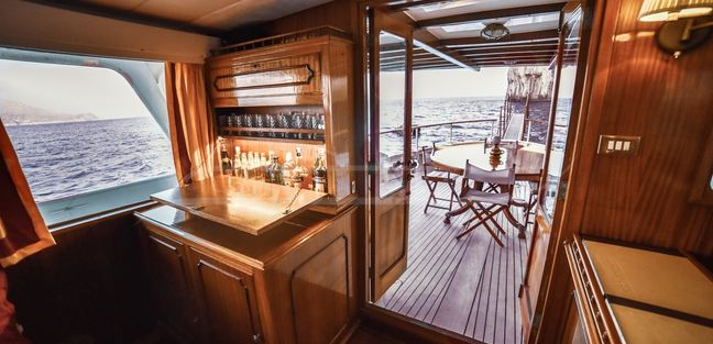 Entrancer Charter Yacht - 6