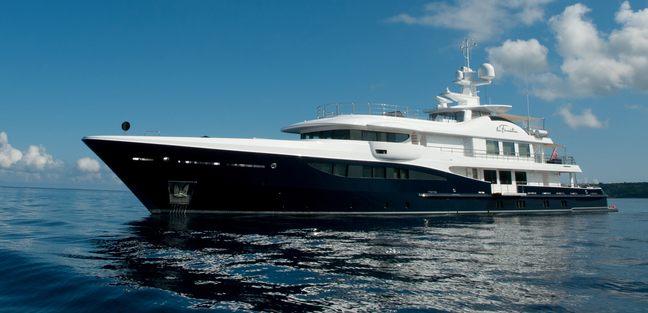 La Familia Charter Yacht