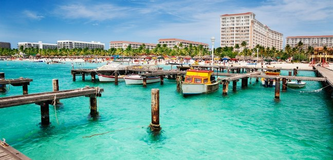 Aruba dock in sunshine