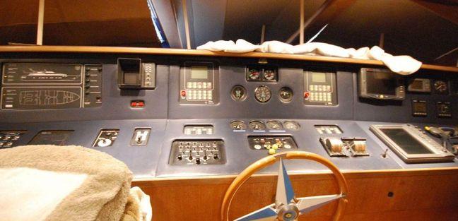 Admiral 92 Charter Yacht - 7
