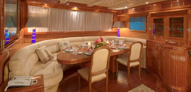 Queen South III Charter Yacht - 4