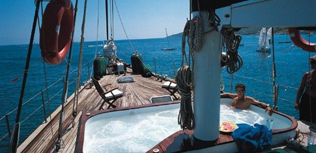 Motif Charter Yacht - 2