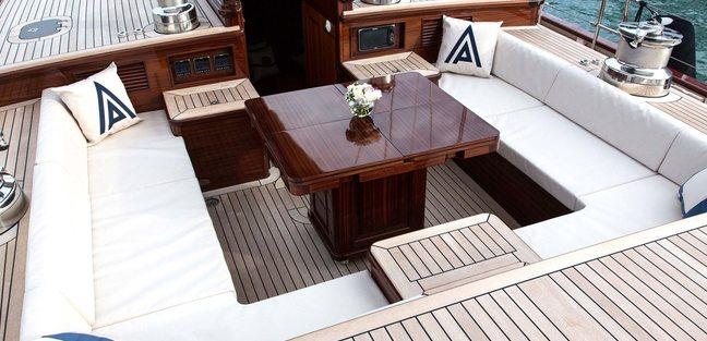 Tempus Fugit Charter Yacht - 4